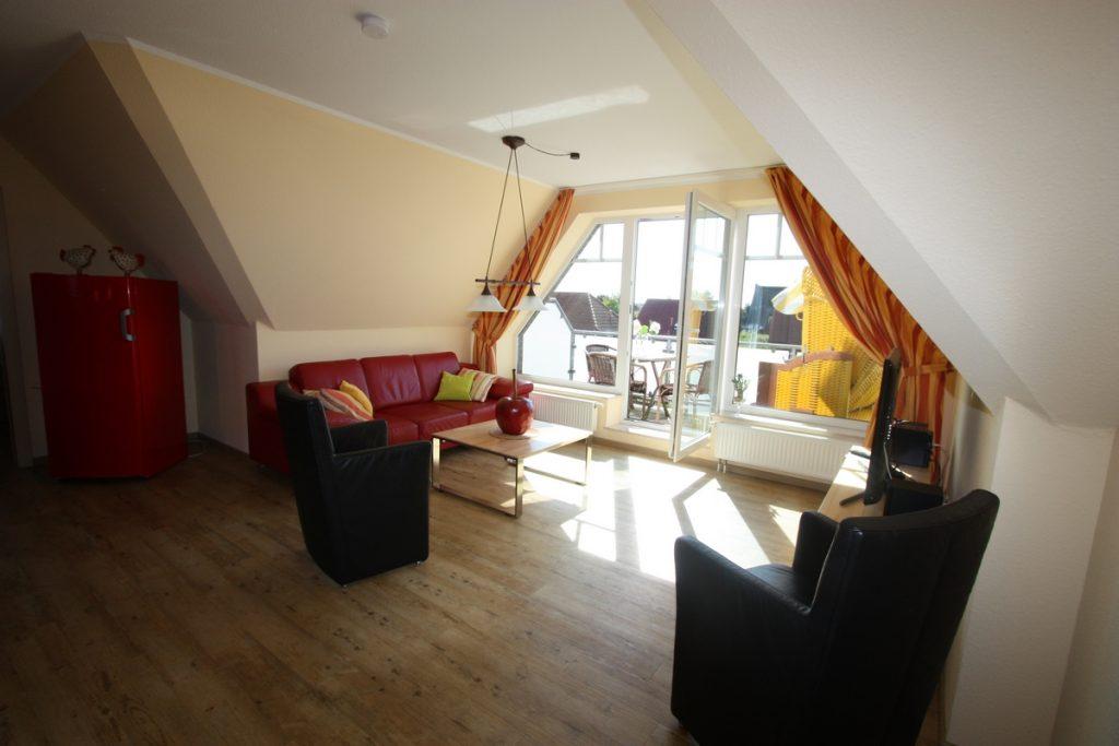 loft-wohnraum-1200p-mit-kuehlschrank